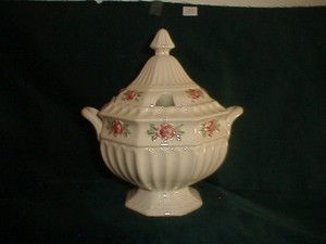 VINTAGE AND ANTIQUE HOUSEWARES