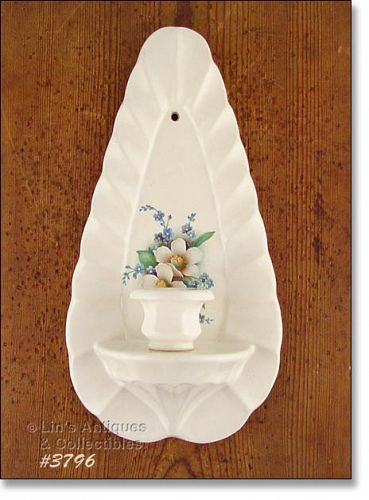 McCOY POTTERY – FLORAL COUNTRY CANDLEHOLDER / SCONCE
