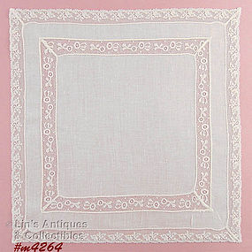 WHITE / WEDDING HANDKERCHIEF WITH LACEY EDGE