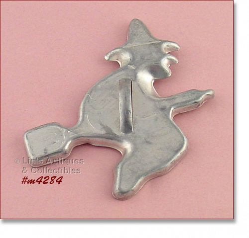 ALUMINUMWARE – WITCH ON BROOM COOKIE CUTTER