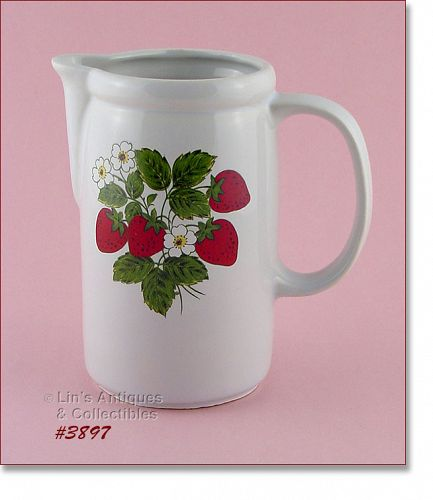 McCOY POTTERY – STRAWBERRY COUNTRY PITCHER