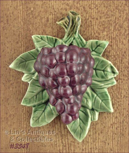 McCOY POTTERY – PURPLE GRAPES WALL POCKET