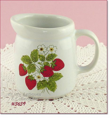 McCOY POTTERY – STRAWBERRY COUNTRY CREAMER