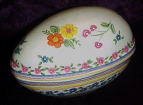 Sigma Tasteseller  floral decorated porcelain egg box