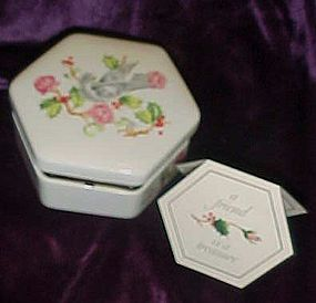 Avon 1983 Holiday greetings porcelain box with dove