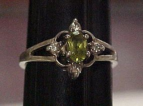 Sterling silver ring with peridot rhinestone size 10