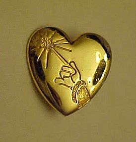 Disney arm and wand gold tone heart pin