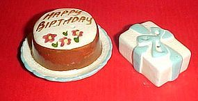 Vintage Go- With mini shakers birthday cake and present