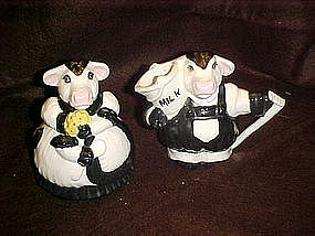 Adorable holstien dairy cow creamer and sugar set