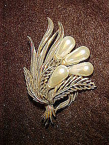 Large gold tone pin with pearl accents, Bottacelli
