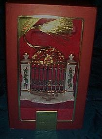 Lenox  gate ornament, First year in the new home 2007